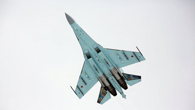 Многоцелевой истребитель Су-27. Архивное фото.