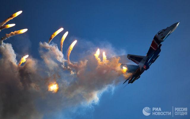 Многоцелевой истребитель Су-30СМ пилотажной группы Русские витязи на закрытии IV Международного военно-технического форума Армия-2018. 26 августа 2018