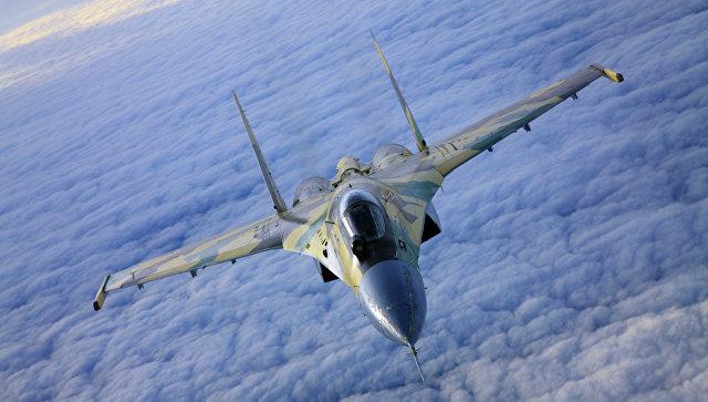 Многоцелевой сверхманевренный истребитель Су-35. Архивное фото.