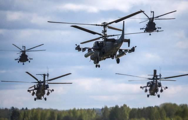 """Многоцелевой вертолет ВКС РФ Ка-52 """"Аллигатор"""", тяжелые транспортные вертолеты Ми-26 и многоцелевые вертолеты Ми-8"""