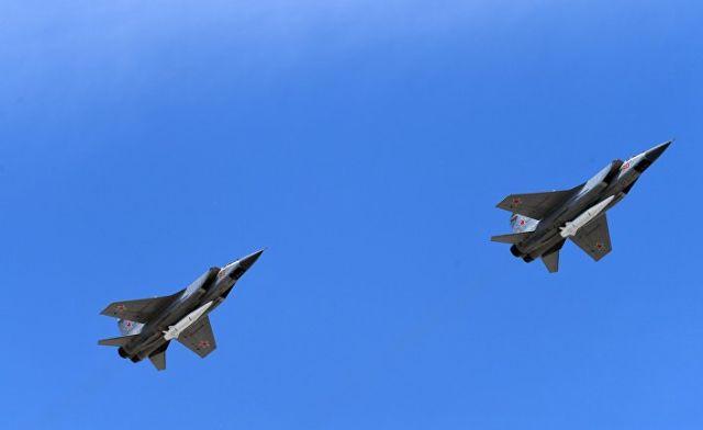 """Многоцелевые истребители МиГ-31 с гиперзвуковыми ракетами """"Кинжал"""""""