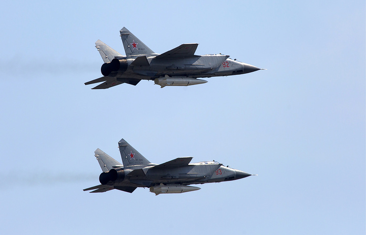 """Многоцелевые истребители МиГ-31К с гиперзвуковыми ракетами """"Кинжал""""."""