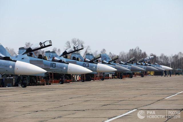 Многоцелевые истребители Су-30 и Су-35
