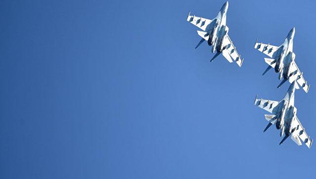 Многоцелевые истребители Су-35. Архивное фото.