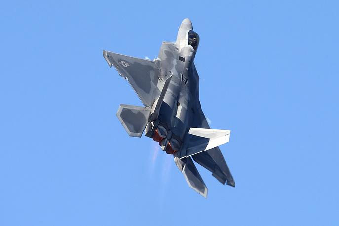 """Многоцелевой истребитель F-22 """"Раптор""""."""