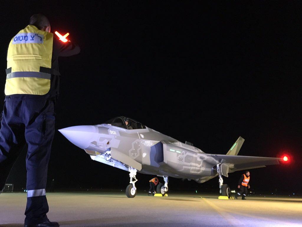 """Прибывший на израильскую авиабазу Неватим первый построенный для ВВС Израиля истребитель Lockheed Martin F-35I Lightning II (израильское обозначение Adir) (серийный номер AS-1, израильский бортовой номер """"901""""), 12.12.2016."""