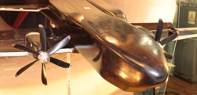 Модель легкого конвертируемого самолета в аэродинамической трубе малых скоростей ЦАГИ.