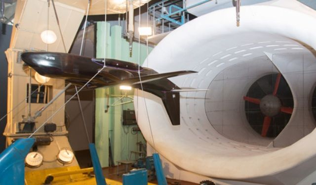 Модель легкого конвертируемого самолета