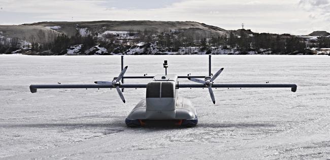 Модель легкого транспортного самолета с шасси на воздушной подушке.