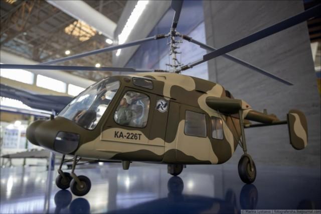 """Модель вертолета Ка-226Т на стенде АО """"Рособоронэкспорт"""" на международной авиационно-космической выставке Aero India 2021 в Бангалоре, 03.02.2021"""