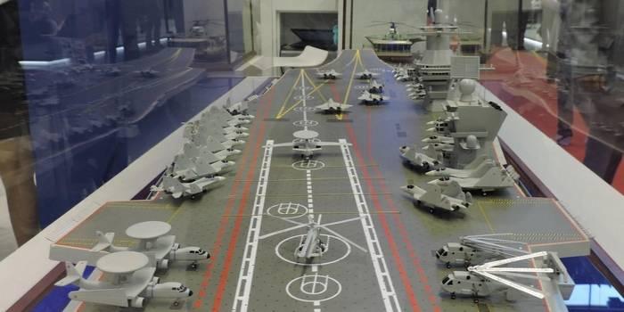 Модель авианосца.