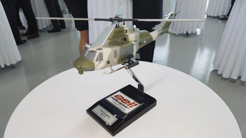 Модель многоцелевого вертолета Bell UH-1Y Venom с опознавательными знаками ВВС Чехии, май 2016 года.