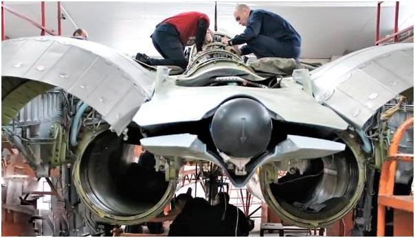 Сборка модернизированного фронтового истребителя МиГ-29.