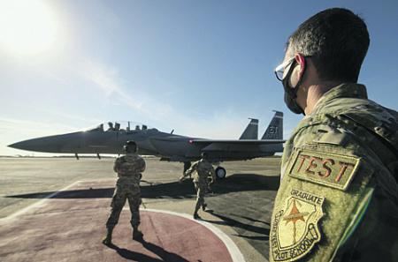 Модернизация F-15 делает его одним из носителей современных систем ракетного вооружения. Фото с сайта www.dvidshub.net