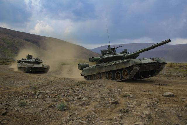 Модернизированные танки Т-80БВМ из состава 200-й отдельной мотострелковой бригады Северного флота. Район Мурманска, 2019 год