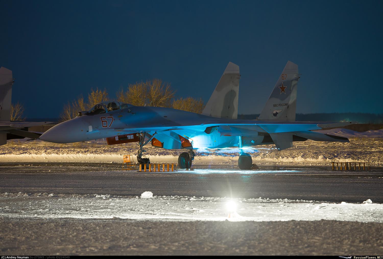 """Один из еще двух модернизированных истребителей Су-27СМ(3) ВКС России (бортовой номер """"67 красный"""") при совершении промежуточной посадки в Толмачево (Новосибирск) во время перегона из Комсомольска-на-Амуре в Крымск, 12.01.2018."""