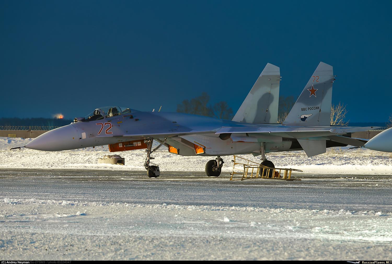 """Один из еще двух модернизированных истребителей Су-27СМ(3) ВКС России (бортовой номер """"72 красный"""") при совершении промежуточной посадки в Толмачево (Новосибирск) во время перегона из Комсомольска-на-Амуре в Крымск, 12.01.2018."""