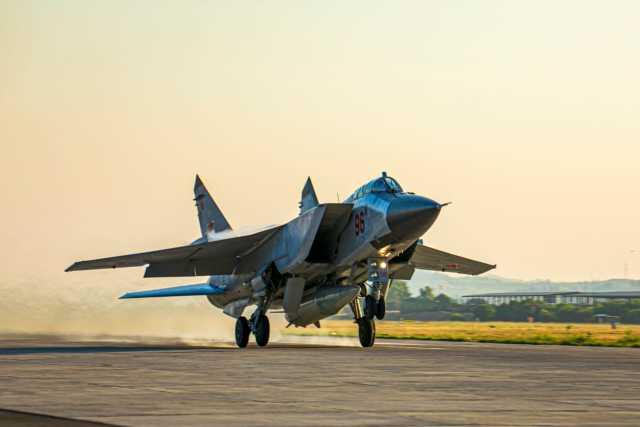 Модифицированный истребитель МиГ-31К (бортовой номер