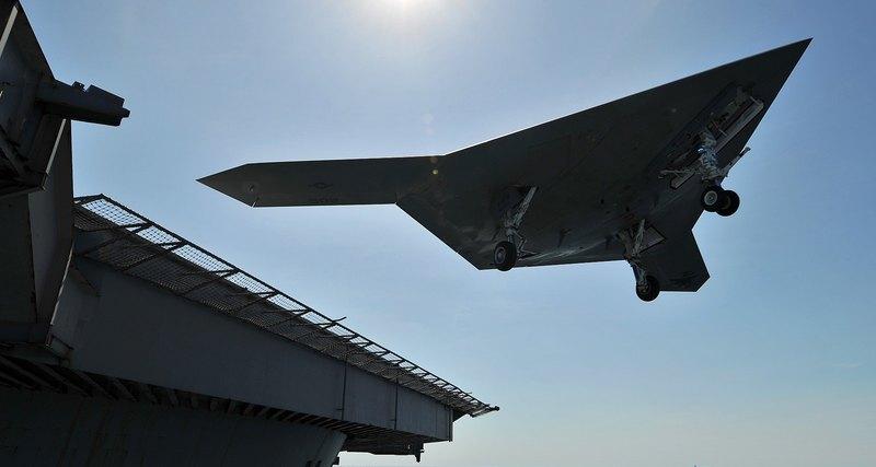 Палубные беспилотные летательные аппараты с вертикальным взлётом и посадкой программы MUX для корпуса Морской пехоты США.