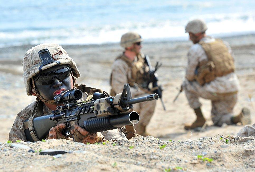 Морпехи США во время десантной операции в Пхохане, Южная Корея.