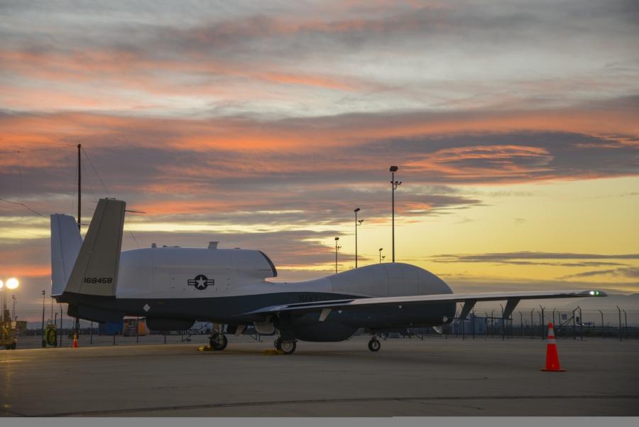 Беспилотный аппарат MQ-4C Triton для ВМС США.