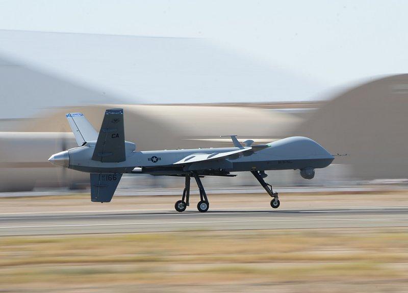 БПЛА MQ-9 Reaper 163-го разведывательного крыла осуществляет полет в воздушном пространстве Southern California Logistics Airport в Victorville, Калифорния, 30-е июля 2014-го года.