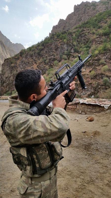 Турецкая 7,62-мм автоматическая винтовка МРТ-76 во время войсковых испытаний