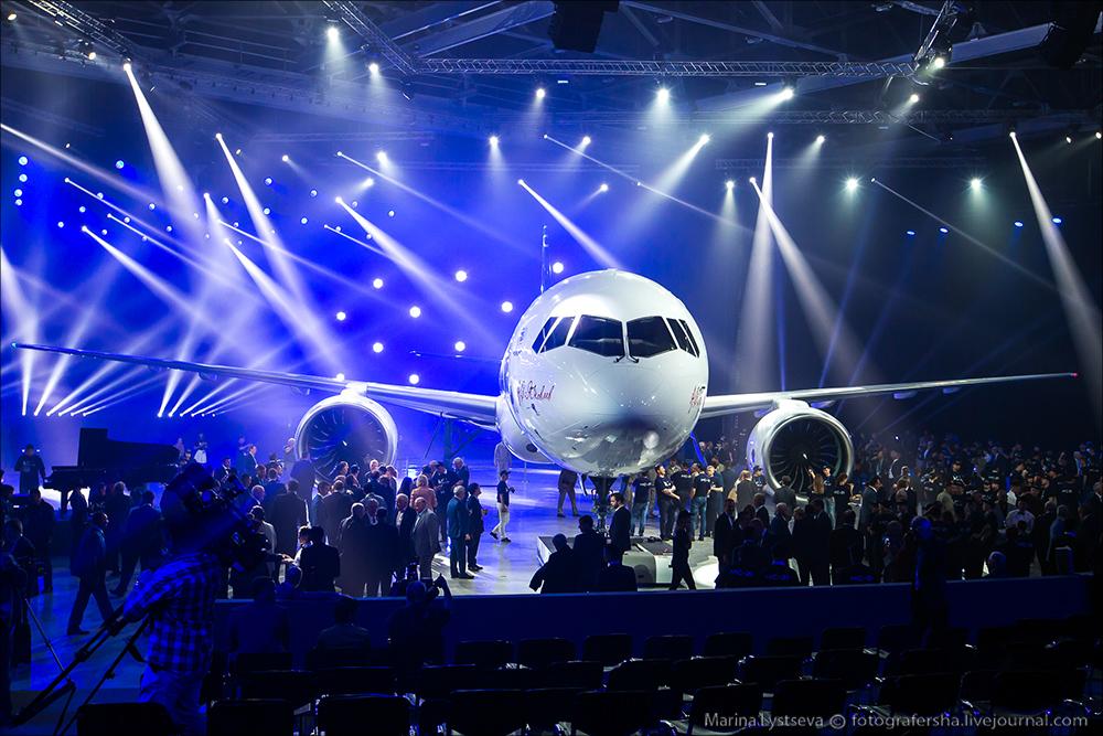 Церемония выкатки первого опытного образца среднемагистрального самолета МС-21-300.