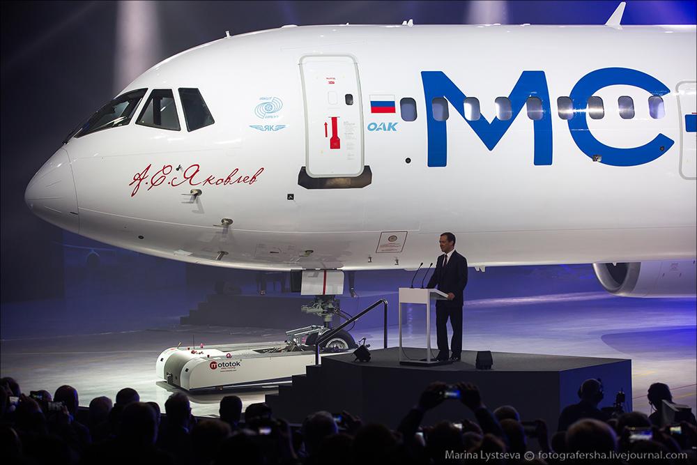 Церемония выкатки первого опытного образца среднемагистрального самолета МС-21-300