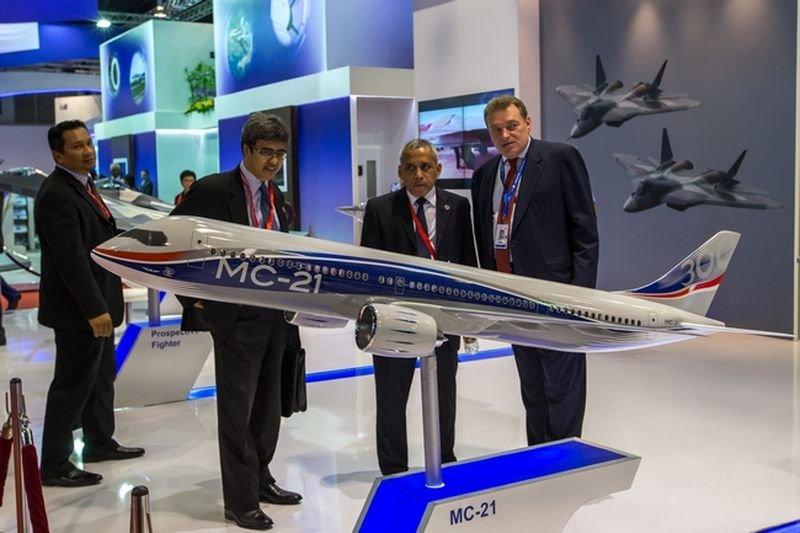 Модель самолета МС-21 на авиасалоне в Сингапуре