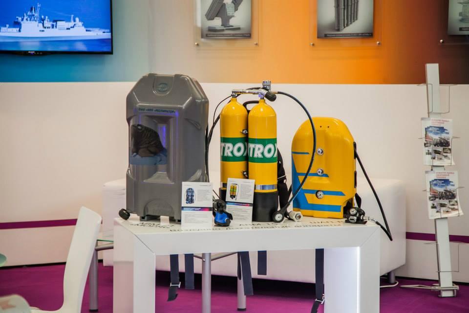 """Снаряжение для погружений на стенде холдинга """"Технодинамика"""" на МВМС-2015."""