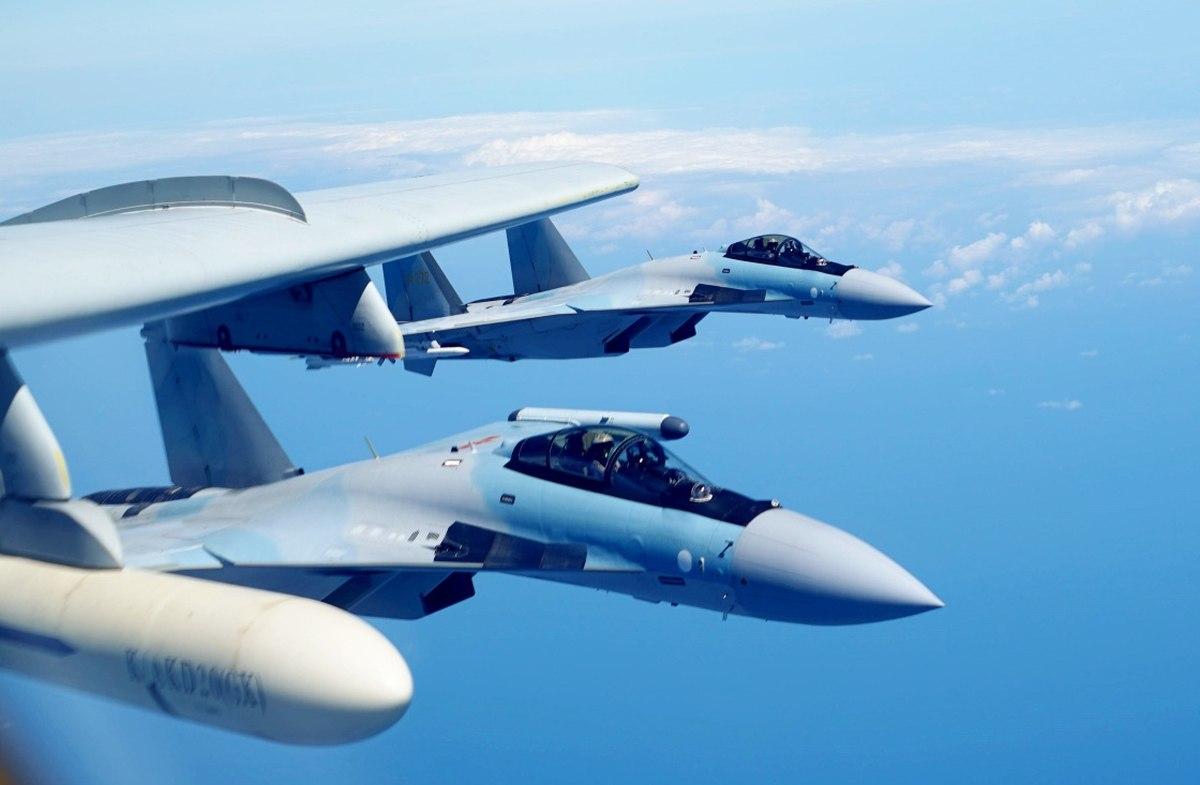Китайский бомбардировщик H-6K (Фото: Министерство национальной обороны Китая).