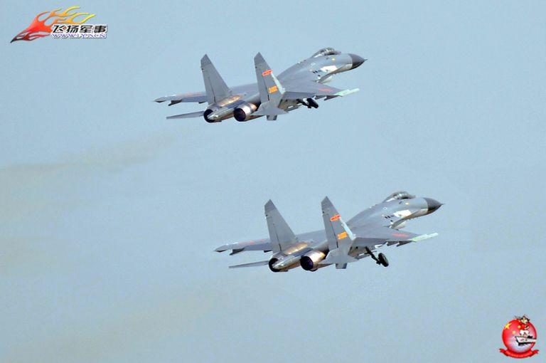 """Два истребителя J-11B с двигателями WS-10 """"Тайхань"""". Источник: www.sinodefenceforum.com."""