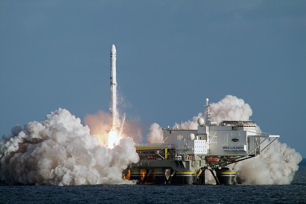Старт РН &quot;Zenit 3SL&quot; с плавучего космодрома в Тихом океане. Фотография: Sea Launch.<br>http://www.gazeta.ru/social/2013/02/01/4949441.shtml.