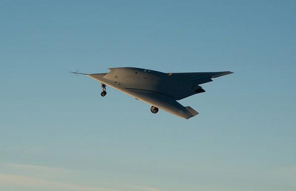 Первый полет прототипа европейского ударного стелс-БЛА nEUROn. 1 декабря 2012г., испытательная база компании Dassault Aviation в Истр. Источник: www.dassault-aviation.com.