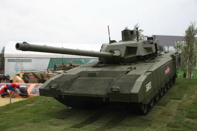"""На форуме можно будет сфотографироваться рядом с танком """"Армата""""."""