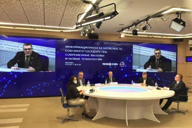 На площадке форума собрались самые авторитетные союзные эксперты в области СМИ. Елена Овчаренко