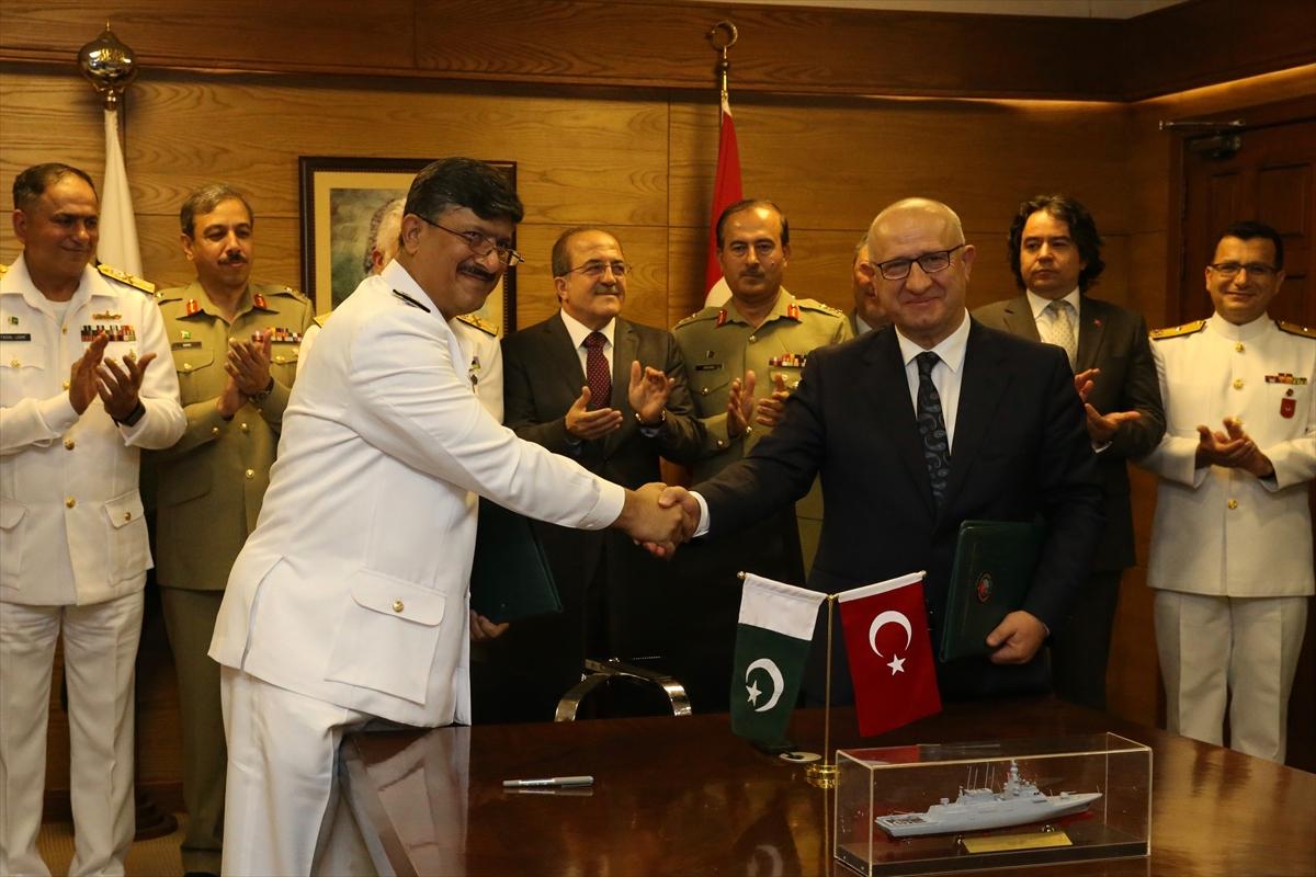 На церемонии подписания контракта на постройку для ВМС Пакистана четырех корветов турецкого проекта MILGEM (типа Ada). Равалпинди, 05.07.2018.