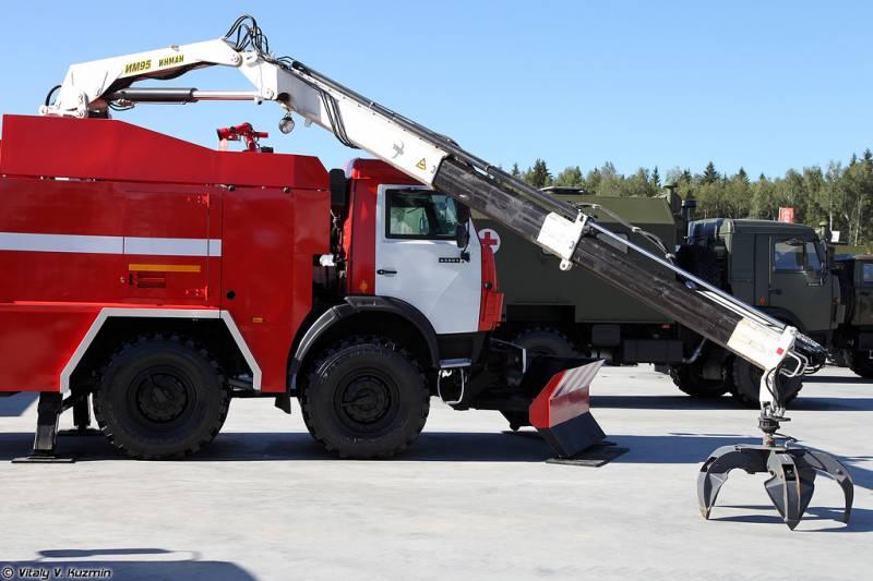 Пожарно-спасательная машина АПСБ-6,0-40-10 с механической рукой, выполненные на базе Камаз-63501.