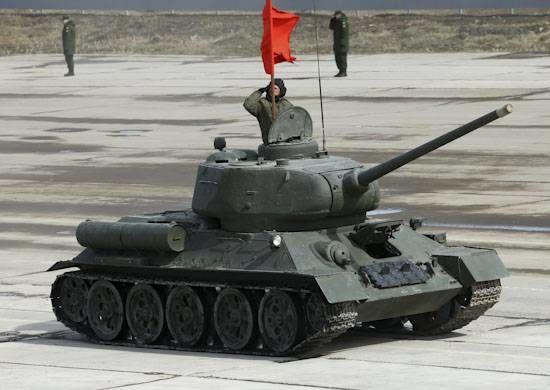 На фото - танк Т-34 на подмосковной репетиции Парада Победы