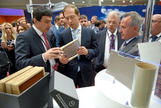 Денис Мантуров и Кирилл Шубский