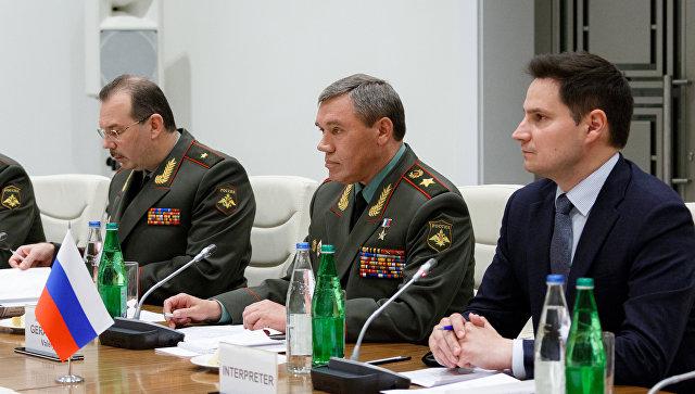 Начальник Генштаба Вооруженных сил РФ, генерал армии Валерий Герасимов во время встречи с представителем военного комитета НАТО генерал-полковником Петром Павелом в Баку. 7 сентября 2017.