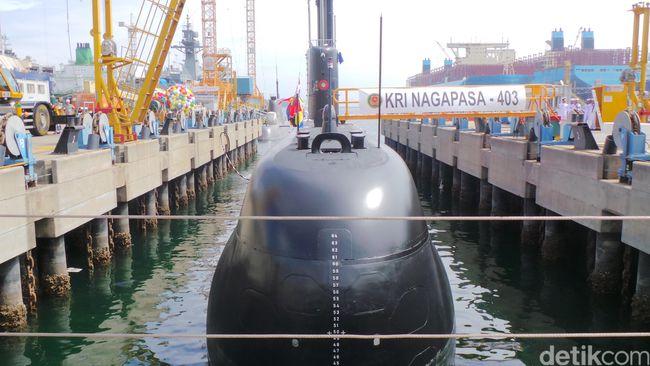 """Переданная ВМС Индонезии головная построенная для них южнокорейской корпорацией Daewoo Shipbuilding and Marine Engineering (DSME) дизель-электрическая подводная лодка Nagapasa (бортовой номер """"403"""") проекта DSME1400 (модифицированный германский проект 209/1200). Окпо, 02.08.2017."""