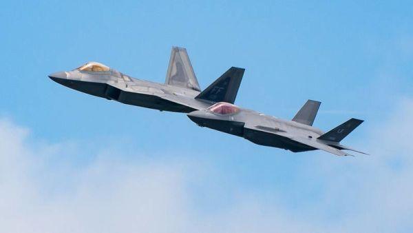 Истребители F-22 и F-35