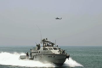Не стоит уповать на то, что лишь азовские медузы нейтрализуют катера Mark VI. Фото с сайта www.navy.mil