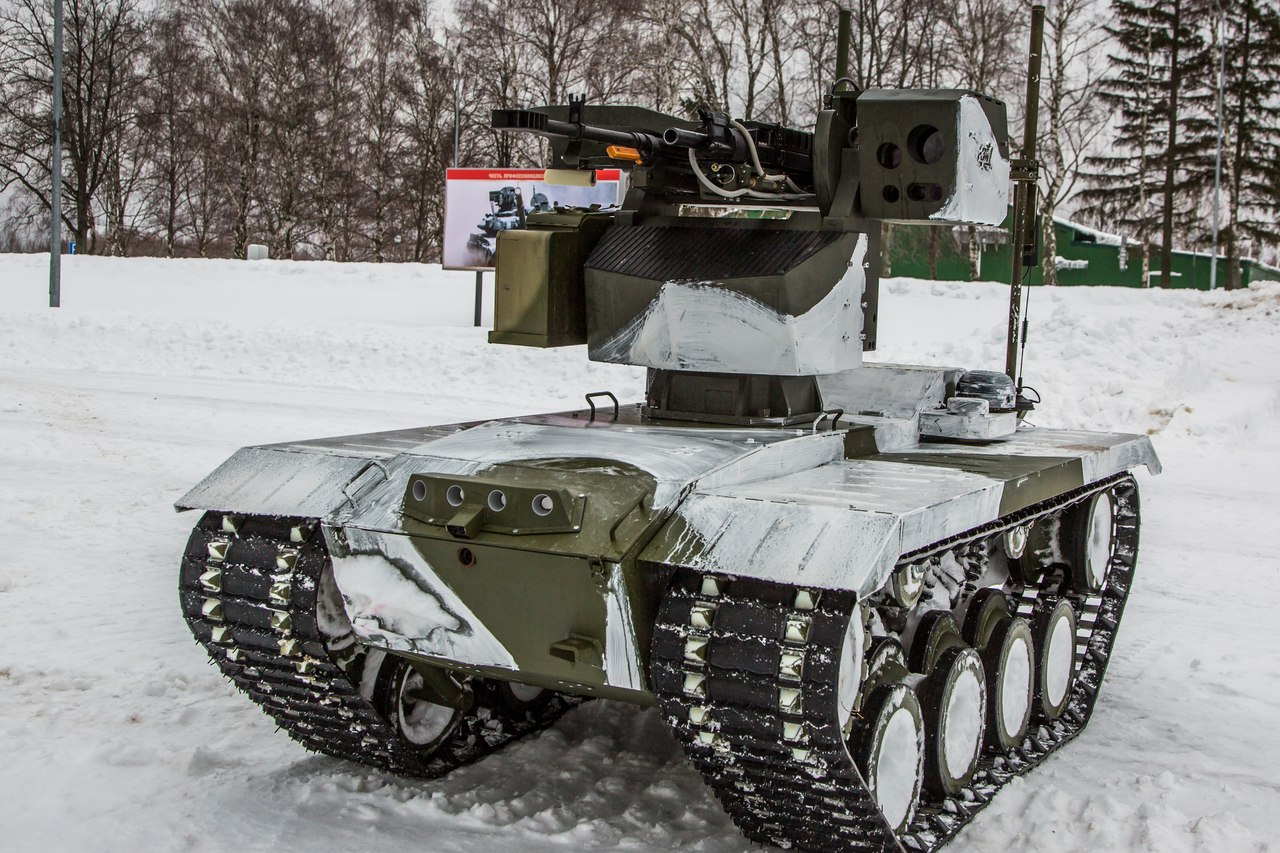 Образец боевой роботизированной платформы &quot;Нерехта&quot;, с тяжёлым бронированным модулем<br>вооружения: 12,7-мм пулемёт &quot;Корд&quot; и 30-мм гранатомёт АГ-30М.