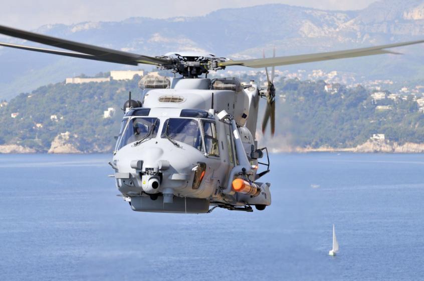 Корабельный вертолет NH90 ВМС Франции с 324-мм противолодочной торпедой MU90.