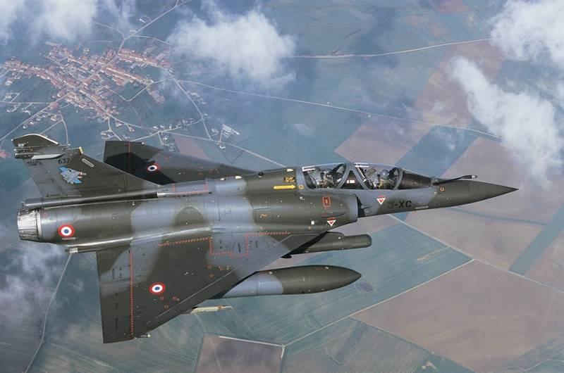 Самолет Dassault Mirage 2000N.