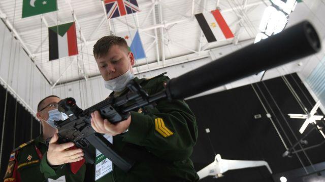 """Новый вариант автомата Калашникова АК-19, представленный на выставке вооружений Международного военно-технического форума (МВТФ) """"Армия-2020"""""""