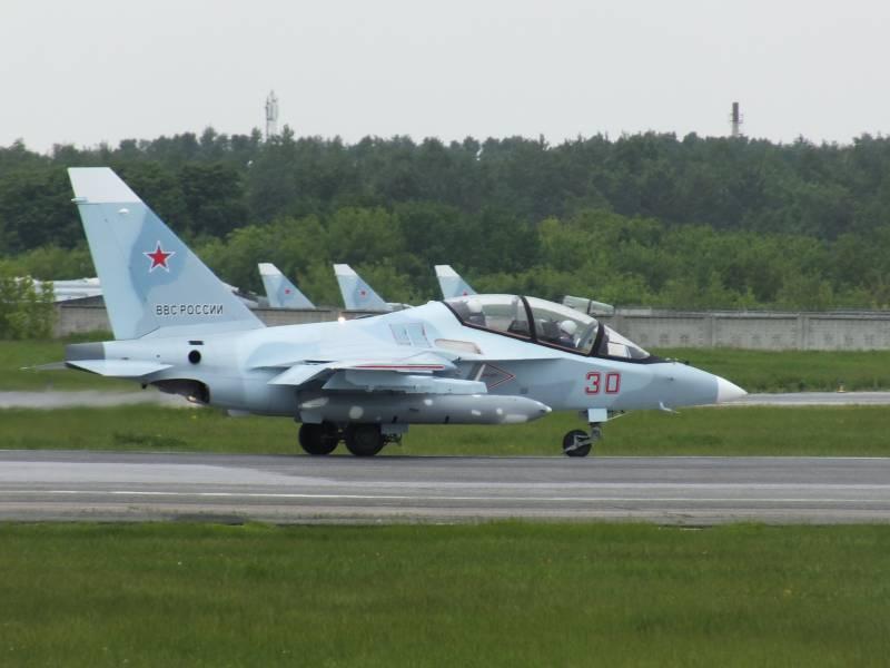 Новые Як-130 во время промежуточной посадки в Толмачево (Новосибирск), 16.06.2018.